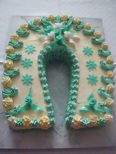 Dort krémový ♥ podkova, zdobený marcipánovými růžičkami - k narozeninám. Themed Cakes, Hanukkah, Wreaths, Birthday Cakes, Decor, Theme Cakes, Decoration, Door Wreaths, Cake Art