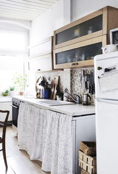 Hinter Vorhängen kannst du Waschmaschine oder Geschirrspüler verschwinden lassen