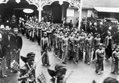 Procession in Surakarta 1932 Surakarta, Dutch East Indies, Thousand Islands, Javanese, Archipelago, Pacific Ocean, Old Pictures, Southeast Asia, Bali