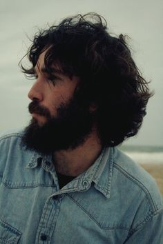 <3 Beautiful dark hair and a gorgeoous beard that starts behind his ears. I love it.