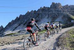 Tutto pronto in Val Gardena e sulle #Dolomiti per ospitare i mondiali UCI marathon nella sesta edizione della Südtirol #Sellaronda #HERO.  Un'agenda di nove giorni con spettacoli e gare che culmineranno col concerto di Chiara Galiazzo durante le premiazioni della HERO mondiale di sabato 27 giugno.  http://www.mondociclismo.com/hero-bike-festival-nove-giorni-di-spettacolo-e-mtb-programma-e-info-utili20150615.htm  #Mtb #ciclismo #mondociclismo #SüdtirolSellarondaHero