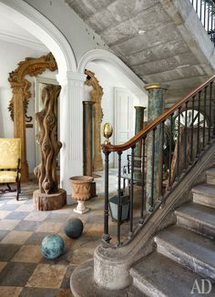 wow a rustic yet grand entry in a French home. This will transport your from world to sanctuary for sure! Roger Vivier - Touloues, France