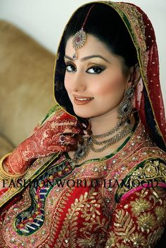 New Bridal Mehndi Designs and Bridal Acessories New Bridal Mehndi Designs, Indian Bridal Makeup, Wedding Pics, Asian Beauty, Eyeliner, Most Beautiful, Beauty Hacks, Wedding Inspiration, Elegant