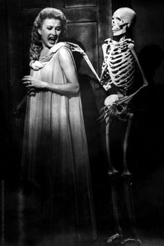 Carol Omart and Skeleton in House on Haunted Hill classic horror Sci Fi Horror, Horror Show, Arte Horror, Horror Fiction, Gothic Horror, Classic Sci Fi, Classic Horror Movies, Classic Hollywood, Old Hollywood