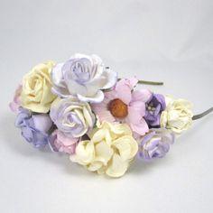 Hårbøjle med blomster i lilla og hvid- Unik hårpynt fra Cloudcake - Cloudcake