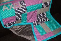 1 - MATÉRIEL        - différents tissus pour le patchwork    - du polaire, tissu doudou ou minky (comme ici) assorti pour réaliser le...