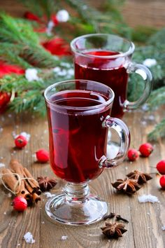 The Red Tea Detox is a new rapid weight loss system that can help you lose several pounds of pure body fat in just 14 days! It involves drinking a special African blend of red tea to help you lose weight fast! Christmas Drinks, Christmas Cooking, Christmas Treats, Tea Recipes, Wine Recipes, Fruit Photography, Autumn Photography, Illustration Noel, Cookery Books