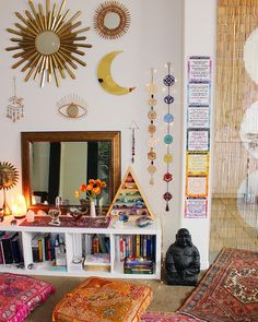 Amiable empowered meditation room design Home Page Hippy Room, Boho Room, Hippie Bedroom Decor, Hippie Home Decor, Decor Room, Indian Room Decor, Bohemian Bedroom Design, Hippie House, Gothic Bedroom