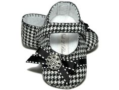 Hey, I found this really awesome Etsy listing at http://www.etsy.com/listing/61563071/audrey-baby-girl-shoebootieslipper