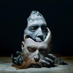 As bizarras, inquietantes e surreais esculturas de partes do corpo deformados de Sarah Sitkin