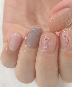 Nail art is one of many ways to boost your style. Try something different for each of your nails will surprise you. You do not have to use acrylic nail designs to have nail art on them. Here are several nail art ideas you need in spring! Prom Nails, Wedding Nails, Bridal Nails, How To Do Nails, Fun Nails, Nice Nails, Cute Simple Nails, Easy Nails, Ongles Or Rose
