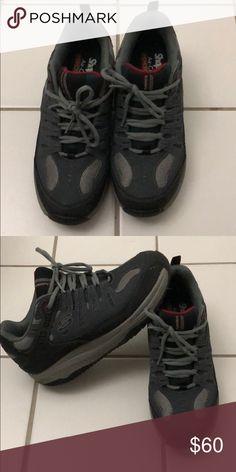 6a444d2b8552 Skechers shape ups sneaker for men Size 7.5