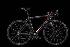 The Zero.7 in the classic matt black and red color.