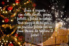 Серебряная луна с золотыми звездами, гномы-шалунишки и волшебные феи. Целый дождь поздравлений и волшебных грез, чтобы в Новом году захватывало дух!  Luna d'argento con stelle dorate, gnomi folletti e fatine incantate. Una pioggia di auguri e un pensiero fatato per un Anno Nuovo da togliere il fiato!  #italia #italy #amo_litalia #buonanno #happynewyear