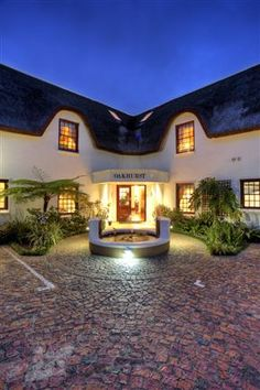 Oakhurst Hotel Holiday Accommodation, South Africa, Holidays, Mansions, House Styles, Home Decor, Holidays Events, Decoration Home, Room Decor