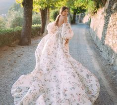 There's an invisible line in the season. A threshold beyond which mildew and gravity have a defining hand, and the ten green bottles game… Couture Wedding Gowns, Wedding Lingerie, Wedding Dress Etiquette, Pretty Dresses, Beautiful Dresses, Bridal Dresses, Bridesmaid Dresses, Mode Blog, Elie Saab