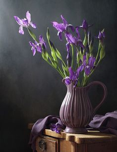 34 Ideas Flowers Photography Purple Bouquets For 2019 Deco Floral, Arte Floral, Flower Vases, Flower Art, Purple Bouquets, Vase Arrangements, Still Life Art, Still Life Photography, Photography Flowers