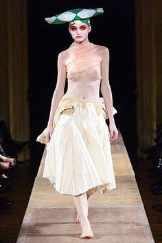 Comme des Garçons Spring 2004 Ready-to-Wear Fashion Show - Rei Kawakubo