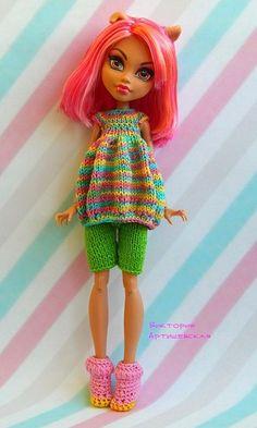 Фотографии Виктории Артишевской – 69 альбомов Crochet Monster High, Monster High Dolls, Crochet Doll Clothes, Knitted Dolls, Knit Fashion, Fashion Dolls, Ever After Dolls, Clothes Crafts, Sewing Toys