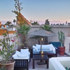 Feel welcome to our charming rooftop restaurant in the Marrakech Medina. Our roof terrace is the perfect spot to dine al fresco, sunbathe or just relax. Beautiful Sunset, Most Beautiful, Rooftop Terrace, Outdoor Furniture Sets, Outdoor Decor, Marrakech, Relax, Patio, Home Decor