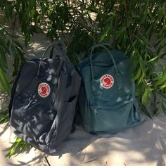 How To Buy Designer Bags With Confidence – Best Fashion Advice of All Time Backpack Outfit, Backpack Purse, Kanken Backpack, Yellow Kanken, Mochila Kanken, Fjallraven, Marc Jacobs Handbag, Designer Wallets, Wholesale Handbags