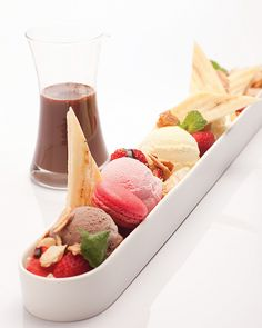A modern twist on the classic banana split.  Would summer be the same without this favorite dessert? www.partyista.com