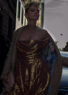 Fashion tent scenery:The shiny gold fabric.Justine Mattera....Via Turati,Milano