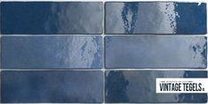 COLONIAL BLUE // Een donkerblauwe, warme wandtegel uit de Artisan serie. De tegels verschillen allemaal net van kleur, waardoor een tegel nooit exact hetzelfde is. Dit zorgt voor een authentieke sfeer op de wand.   #colonial #blue #blauw #koninklijk #donkerblauw #warm #wandtegel #handvorm #authentiek #modern #inspiratie #vintagetegels Colonial, Blue Subway Tile, Wall Tiles, Tile Floor, Artisan, New Homes, Design Ideas, Bathroom, Kitchen