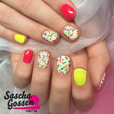 #nails #nailart #naildesign #Neon #NeonNails #dots #nailpro #nailtech #naturelnails #nailpolish #fasion #colors