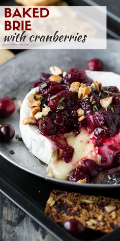 Simple and elegant, this Baked Briewith Cranberries & Pecans comes together in no time making holiday entertaining a snap! Brie Au Four, Baked Brie Recipes, Recipes With Brie Cheese Appetizers, Cranberry Appetizer Recipes, Baked Brie Appetizer, Appetizer Dessert, Queso Brie, Tasty, Yummy Food