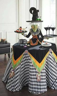 Make your Halloween party the talk of the town with out-of-the-box decoration ideas on spooky themes. Choose zany Halloween party decoration ideas here. Spooky Halloween, Diy Halloween Party, Halloween Mignon, Table Halloween, Halloween Table Decorations, Halloween Kitchen, Outdoor Halloween, Holidays Halloween, Vintage Halloween
