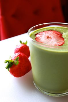 Strawberry-Spinach Smoothie | Pine and Crave