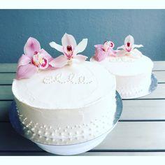 Christening cake for a girl. Tytön ristiäiskakku.