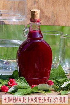 Homemade Raspberry Syrup - Raspberries - Ideas of Raspberries - An easy recipe for homemade raspberry syrup. Its healthier than shop-bought one low sugar and ready in no time. Mix it with water or pour over pancakes or ice cream. Raspberry Syrup Recipes, Raspberry Sauce, Raspberry Recipes For Canning, Sugar Free Raspberry Syrup Recipe, Raspberry Ideas, Raspberry Pancakes, Homemade Syrup, Dessert Sauces, Happy Foods