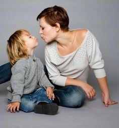 Многие женщины мечтают, чтобы у них родилась дочь – ласковая и кроткая, которая всегда будет рядом с мамой, даря ей свою любовь. Ведь все прекрасно знают, какими сорванцами и непоседами бывают мальчики и мамам так часто не хватает их любви. Но с другой стороны сын - это опора и хороший друг, который также бывает ласков со своей мамой. Мальчики, конечно, не такие неженки как девочки, зато они чувствуют себя защитниками, которые заботятся о маме всю свою жизнь.