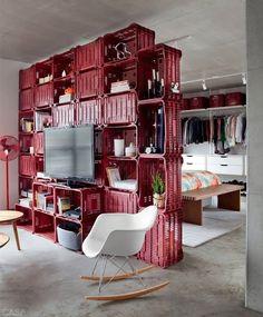 """DIY - """"Faça você mesmo""""!     A reciclagem com paletes e caixotes está em alta na decoração!! Faz sucesso há muito tempo em outros países ..."""