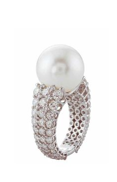 Perle | Digo Valenza | La Beℓℓe ℳystère | Pearl and Diamond Ring