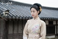 Korean Traditional Dress, Traditional Fashion, Traditional Dresses, Hairstyles For Gowns, Weightlifting Fairy Kim Bok Joo, Cap And Gown, Seolhyun, Beauty Inside, Hanfu