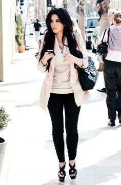 Yessss this outfit is so beautiful If you don't like Kim's casual wear I don't know what's wrong with you