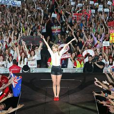 Pin for Later: 4 Times Taylor Swift Totally Surprised Her Fans