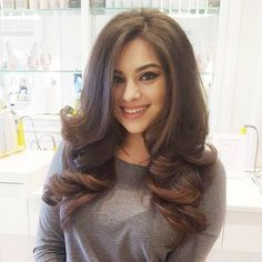The definition of a Southern Comfort The most beautiful hair ideas, the most trend hairstyles on thi Curly Blowdry Long Hair, Blow Dry Hair Curls, Curls For Long Hair, Big Hair, Blowout Curls, Southern Hair, Southern Comfort, Medium Hair Styles, Long Layered Hair