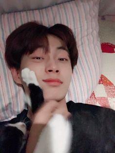 김용국 (Kim Yongguk) K Pop, Taking Care Of Kittens, Kim Yongguk, Kwon Hyunbin, Like A Cat, Korean Name, Hyun Bin, Kpop Boy, My Sunshine