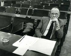 Santiago Carrillo en la Comisión de Política Social y Empleo del Congreso de los Diputados, el 10 de febrero de 1983. Foto EFE.