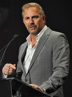 Kevin Costner Applauded for Emotional Speech at Whitney Houston's ...
