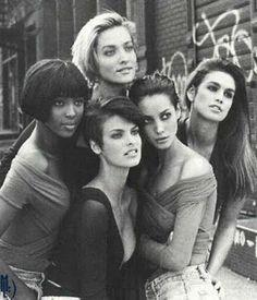 Los años 90 marcaron al mundo de la moda por su generación de supermodelos. Mujeres como Kate Moss, Naomi Campbell, Linda Evangelista, Christy Turlington, Stephanie Seymour, Amber Valletta, Claudia Schiffer y Cindy Crawford entre otras