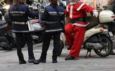 """Questa è la mia lettera di Natale: """"Caro Babbo, ho qui con me Rudolph. Voglio 2mln di euro in banconote non segnate"""" E voi l'avete scritta la letterina a Babbo Natale? Io ho scritto la mia, e per essere sicuro di non essere ignorato anche quest'anno ho preso una piccola accortezza. Male che va, per le feste mangere #natale #letterina #rapimento"""