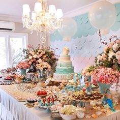 Que tal fazer para sua filha uma Festa da Pequena Sereia?? Pura inspiração esta decoração! Decoração Maria Exibida Comemorações. Lindas id... Fun Party Themes, Birthday Party Decorations, Party Ideas, Pastel Party, Ocean Party, Mermaid Baby Showers, Little Mermaid Birthday, Pig Party, Mermaid Parties