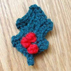 Crocheted Holly Leaf with Berries - Petals to Picots