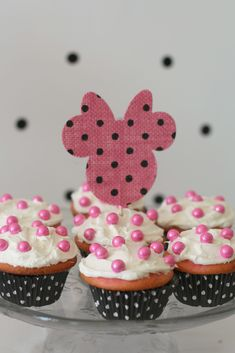 Minnie Mouse Party - A girl and a glue gun