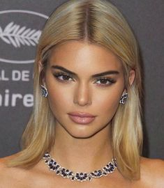 𝒄𝒆𝒍𝒆𝒔𝒕𝒆 𝒐𝒓 𝒈𝒊𝒈𝒊's kendall jenner images from the web Kendall Jenner Blonde Hair, Kendall Jenner Makeup, Kendall Jenner Style, Kendall Jenner Haircut, Kylie Jenner Face, Kendall And Kylie, Kardashian Kollection, Kardashian Jenner, Maquillage Kendall Jenner